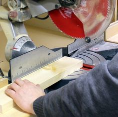 Woodworking Miter Saw 7 Miter Saw Tricks Every DIYer Should Know - The miter saw is one of the tools we use the most to make DIY furniture projects. Here are 7 miter saw tricks and tips to make the most of your miter saw! Essential Woodworking Tools, Antique Woodworking Tools, Woodworking Equipment, Intarsia Woodworking, Woodworking For Kids, Woodworking Logo, Woodworking Workbench, Woodworking Workshop, Woodworking Projects