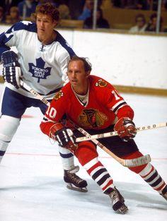 Darryl Sittler, Toronto Maple Leafs and Dennis Hull, Chicago Blackhawks Stars Hockey, Ice Hockey Teams, Blackhawks Hockey, Mlb Teams, Chicago Blackhawks, Blackhawks News, Chicago Nfl, Hockey Shot, Bobby Hull