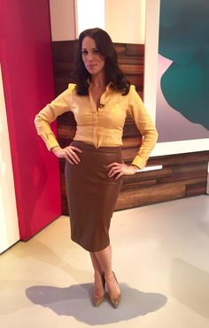 """""""Rocking the leather look wears skirt by with yellow shirt on today's show Pvc Skirt, Look Zara, Hobble Skirt, Amanda Holden, White Shirts Women, Blouse Outfit, Hot Outfits, Famous Women, Well Dressed"""