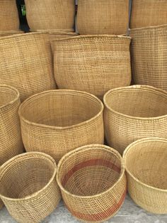 Corbeilles en liane--never met una canasta that I didn't… Rattan, Wicker, Sewing Baskets, Laundry Baskets, Weaving Art, Bamboo Weaving, Flower Girl Basket, Basket Bag, Baskets On Wall