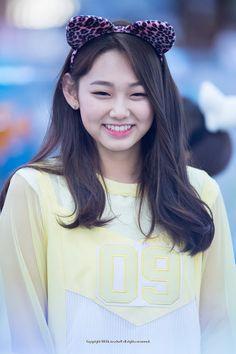 Pretty Korean Girls, South Korean Girls, Korean Girl Groups, Round Haircut, Ideal Girl, Kim Sejeong, Makeup Makeover, Korean Actresses, K Idols