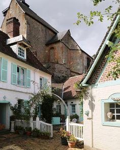 """Les Petites Routes on Instagram: """"📍Gerberoy, Oise.  FLÂNERIES • À Gerberoy, petit village aux quatre-vingt-douze habitants et aux mille rosiers, on s'émerveille à chaque…"""""""