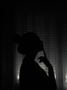 Fotografi black and white Silhouette Photography, Shadow Photography, Portrait Photography Poses, Tumblr Photography, Portraits, Tmblr Girl, Shadow Pictures, Shadow Pics, Girl Shadow