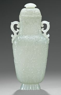 A CARVED WHITE JADE MUGHAL-STYLE VASE AND COVER, CHINA, QING DYNASTY, LATE 18TH CENTURY