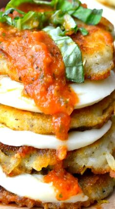 Eggplant Mozzarella Stacks make a stunning presentation for an impressive, yet effortless dinner! Veggie Side Dishes, Healthy Dishes, Healthy Recipes, Healthy Food, Yummy Appetizers, Appetizer Recipes, Best Italian Recipes, Favorite Recipes, Vegetarian Snacks