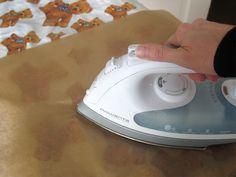 Plastiktüten bügeln, damit ein neues festes Material entsteht