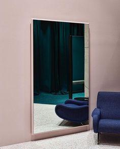 Гостиная в  цветах:   Бежевый, Светло-серый, Серый, Синий, Черный.  Гостиная в  стиле:   Минимализм.