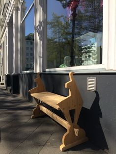 Tolle Bank in Düsseldorf :-) Outdoor Chairs, Outdoor Furniture, Outdoor Decor, Home Decor, Amazing, Crafting, Decoration Home, Room Decor, Garden Chairs