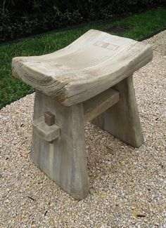 Faux Bois There is a way to add the rustic, yet often elegant look of wood to your garden and home in the form of faux bois. This art form dates to the mid when it was invented by Joseph Monier… Concrete Furniture, Log Furniture, Furniture Projects, Concrete Wood, Concrete Garden, Furniture Design, Diy Wood Projects, Wood Crafts, Woodworking Projects