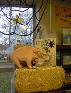 Cute way to display this in your classroom when reading Charlotte's Web