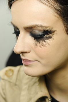 Chanel - Backstage haute couture makeup up spring-summer 2013 Paris