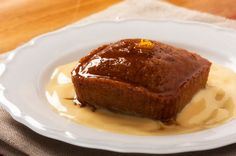 This recipe is by Food Services. My mouth is watering! This is a combination of two of my favourite delicacies. Malva Pudding and Amarula Cream. Malva Pudding is a delicious and sweet pudding, w… Köstliche Desserts, Summer Desserts, Delicious Desserts, Dessert Recipes, Yummy Food, Yummy Recipes, Malva Pudding, Pudding Cake, Baked Alaska