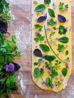 """herbs in pasta"" Raw Food Recipes, Pasta Recipes, Italian Recipes, Cooking Recipes, Rainbow Pasta, Pasta Casera, Pasta Shapes, Fresh Pasta, Pasta Noodles"
