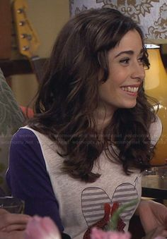 The Mother's love bird tee on How I Met Your Mother.  Outfit Details: http://wornontv.net/29697/ #HIMYM