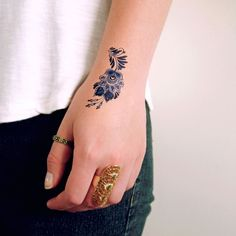 Small Delft Blue floral Small Hand Tattoos, Large Tattoos, Cute Tattoos, Beautiful Tattoos, Tatoos, Finger Tattoos, Body Art Tattoos, Tattoo Ink, Blue Flower Tattoos