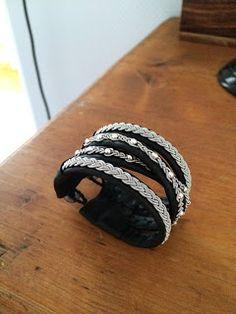 114. Ett armband som ser ut som ett fyr-varvs, men är egentligen fyra smala, som är ihop i ändarna! Kan fås med andra varianter på... Jewelry Crafts, Diy And Crafts, Embroidery, Beads, Knitting, Lace, Bracelets, Leather, Accessories