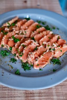 Festive appetizers with fish in Sashimi quality from Deutsche See! Low Carb Burger, Sashimi, Quick Recipes, Cooking Recipes, Brunch, Skillet Meals, Wrap Sandwiches, Food Festival, Clean Eating Snacks
