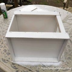 Learn how to spray paint evenly and without drips using these spray painting tips and tricks. Whether you are painting metal or wood, furniture or glass, indoors or outdoors, these techniques will help you get a great finish. #fromhousetohome #spraypainting #paintingtips #diyproject #paint #spraypaint #painting #diyspraypainting Spray Painting Wood Furniture, Painting A Crib, Drip Painting, Painting Tips, Painting On Wood, Painted Furniture, Painting Plastic, House Painting, Painting Techniques