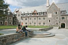 Whitman College architect Demetri Porphyrios describes the residential college he designed for Princeton University in terms of music. The Collegiate Gothic buildings rise in individual gestures of counterpoint that come together in a single composition. Whitman College, Crafts For 3 Year Olds, New College, Top Colleges, Princeton University, America, Architecture, House Styles, Ivy League