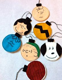 These DIY Felt Charlie Brown Christmas Ornaments from a little gray make me CRAZY happy.