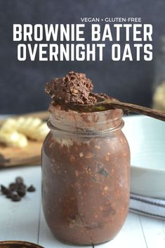 Brownie Batter Overnight Protein Oats Brownies for breakfast, anyone? These brownie batter overnight oats are super easy to make and taste like brownie batter. High in protein, vegan and gluten-free. Healthy Breakfast Recipes, Healthy Snacks, Healthy Recipes, Breakfast Ideas, High Protein Vegetarian Breakfast, Healthy Oatmeal Breakfast, High Protein Vegan Recipes, Balanced Breakfast, Protein Smoothie Recipes