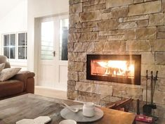 Fantastic Free sandstone Fireplace Makeover Concepts Presently there are lots of interesting fire place remodel thoughts and if you are interested in the most beneficial peo Dry Stack Stone, Stacked Stone Walls, Stacked Stone Fireplaces, Farmhouse Fireplace, Home Fireplace, Fireplace Design, Farmhouse Decor, Stone Veneer Fireplace, Sandstone Fireplace