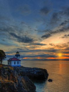 ✮ Sunset at the Lighthouse - Lime Kiln State Park, San Juan Island, Washington