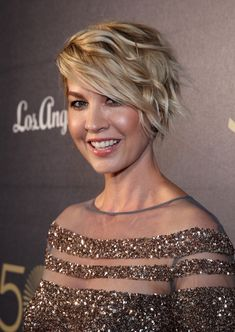 Jenna Elfman Photos Photos - Actress Jenna Elfman attends The Music Center& Anniversary Spectacular at The Music Center on December 2014 in Los Angeles, California. - The Music Center& Anniversary Spectacular Fine Hair, Wavy Hair, Messy Bob Hairstyles, Blonde Hairstyles, Corte Y Color, Hair Today, Hair Dos, Short Hair Cuts, Hair Type