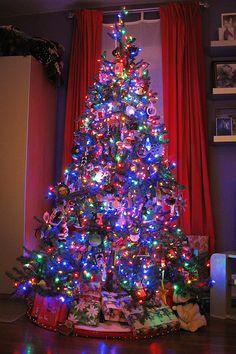 A well lite Christmas Tree, Pretty :)