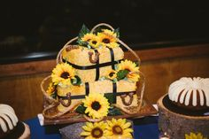 Sunflowers on the wedding cake | rusticweddingchic.com