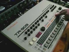 A close up look at the Roland TR-909 part 1