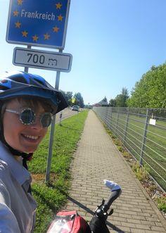 Juli_e_cycle de retour au bercail, passage de la frontière Allemagne > France. #velo #bicyclette #veloelectrique #ebike #vae #tourdefrance #cyclingtour #cyclotourisme #RestartCycleTourism #allemagne #deutschland #france #frankreich #alsace #alsacebossue #sarre #saarland #cyclingtour #juli_e_cycle #velafrica