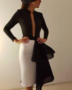 Querido robertodiz, voy a morir de un ataque de amor con tus diseños! Elegant Outfit, Elegant Dresses, Chic Dress, Dress Up, Style Feminin, Tango Dress, Short Dresses, Formal Dresses, European Fashion