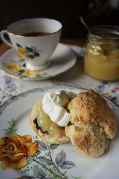 Blueberry & yoghurt scones with lemon curd   bluebirdsunshine #AllAboutYou nom, nom, nom @bluebirdsunshine