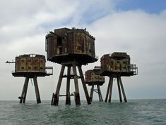 The Maunsell Sea Forts designed by Guy Maunsell were fortified towers built in 1942 in the Thames and Mersey estuaries to provide anti-aircraft fire. They were arranged with the control tower in the center, the bofors and gun towers in a semicircle and the serach light further away. http://tinyurl.com/a64ch   image via cha4chan #Forts #Maynsell_Sea_Forts