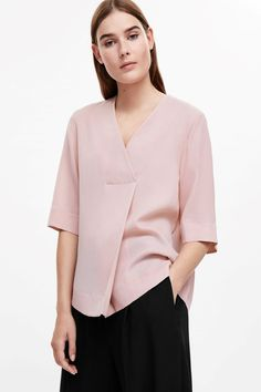 COS image 7 of Crossover v-neck top in Rose Pink Fall Fashion Outfits, Modest Fashion, Fashion Dresses, Womens Fashion, Casual Dresses, Blouse Designs, Blouse Styles, Fashion Line, Elegant Outfit