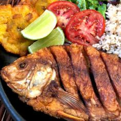Fried Mojarra , Nothing like being in front of the sea, enjoying the beach and a good La Mojarra Frita! One of the most traditional and simple coastal dishes but a lo. Seafood Recipes, Mexican Food Recipes, Diet Recipes, Healthy Recipes, Ethnic Recipes, Seafood Dinner, Fish And Seafood, Best Dishes, Food Dishes