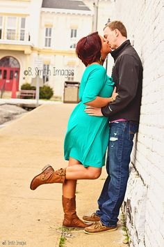 #columbia #ky #couple #kiss #square #bsmithimages