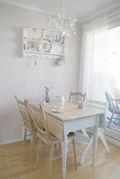 www.litehi.no/ Shabby Chic, Dining Table, Furniture, Home Decor, Decorating Ideas, Vintage Shabby Chic, Houses, Homemade Home Decor, Dinning Table Set