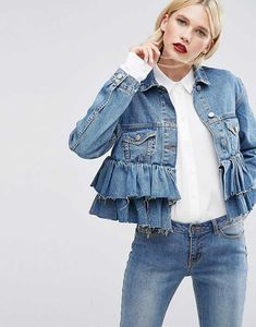 Double denim AND ruffles? We love this look! Head over to HFM to see more of ou.Double denim AND ruffles? We love this look! Head over to HFM to see more of our must-have ruffled clothing for Look Jean, Denim Look, Jeans Denim, Jacket Jeans, Blue Denim, Denim Skirt, Jeans Trend, Denim Trends, Fashion Mode