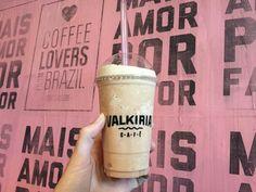 O feriadão acabou e voltamos ao trabalho com muito samba no pé  Vem para cá (a partir das 13h) que o clima bom segue por aqui! #area51 #cafeina #cafeinados #cafesespeciais #carlosgomes #coffee #coffeelovers #coffeeshop #coffeetogo #portoalegre #takeawaycoffee #valkiriacafe #VLK #vlkcafe by valkiriacafe