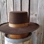 This is a vintage leather hat band made just like they were made in the Western Hat Styles, Cowboy Hat Styles, Western Tops, Cowboy Hats, Cowgirl Tuff, Cowgirl Style, Western Wear, Leather Hats, Leather Jewelry