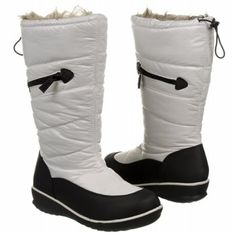 Sporto Whitney winter boots! Who doesn't love the black and white color combo?