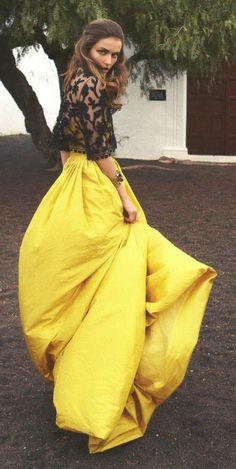une jupe longue jaune