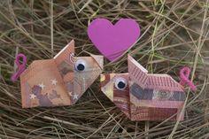 Wie Sie Schweine aus Geldscheinen falten erfahren Sie in unserem Blog! Komplette Faltanleitung für das Glücksschwein und PDF zum Download.