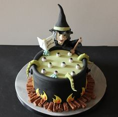 Magicienne fait des ensorcelles en gâteau