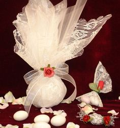 LOVE IS ALL - ΜΕ ΔΑΝΤΕΛΑ ΡΟΜΑΝΤΙΚΕΣ - ΚΩΔ.: 900-108 Wedding Candy, Wedding Favors, Wedding Ideas, Baptism Party, Handmade Candles, Box Cake, Wedding Wishes, Diy And Crafts, Bridal Shower