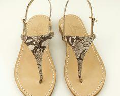 Sandali Capri su misura Dea Sandals Capri Style collection  www.deasandals.com #caprisandals #outfit #sandalsembellished #sandals #leathers #phiton #cuoio #sandaligioiello #flats #shoes #madeinitaly #deasandals #shopping #store #deasandals
