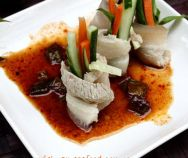 Rolled Pork with Vegetables and Tamarind Sauce (Heo Cuộn Rau Củ và Sốt Me) Easy Vietnamese Recipes, Vietnamese Pork, Vietnamese Cuisine, Bean Recipes, Pork Recipes, Tamarind Sauce, Steamed Rice, Hot Soup, Grilled Meat