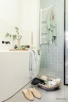 The bathroom is an essential part of the house, where it is good to take care of yourself and relax to fill with serenity. Discover our instructions for a Zen bathroom with our 8 decorating ideas: you have beautiful hours… Continue Reading → Ikea Laundry Room, Ikea Bathroom, Bathroom Flooring, Bathroom Furniture, Bathroom Interior, Modern Bathroom, Small Bathroom, Home Furniture, Rustic Furniture